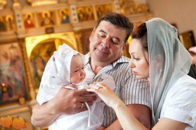 Что нужно дарить на крестины крестному отцу своей крестнице