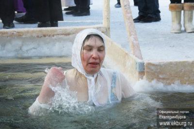 Когда начинают святить воду на Крещение