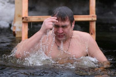 Зачем купаться в проруби на Крещение