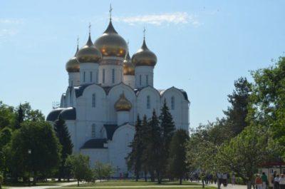 В каком стиле построен Успенский собор во Владимире