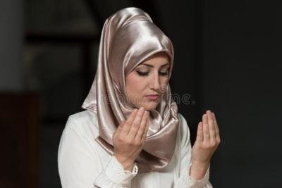 Куда надо молиться мусульманам