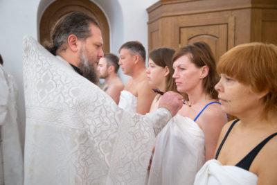 Когда начинается служба в Крещение