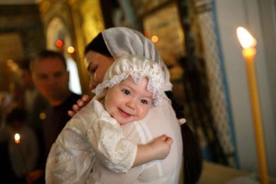 Можно ли крестить ребенка незамужней девушке