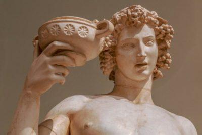 Какой бог является покровителем виноделия в Древней Греции