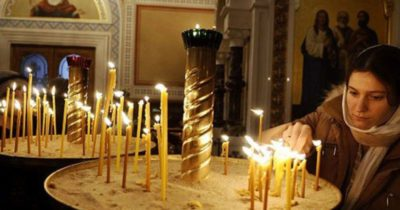 Как правильно нужно ставить свечи в церкви